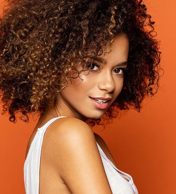 Hübsche Latino im Kosmetikstudio Konstanz