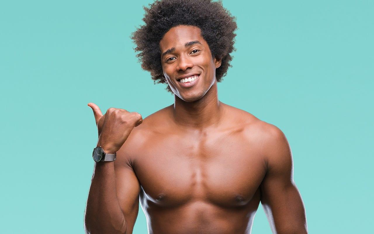 Haarloser sexy Mann nach einer dauerhaften Haarentfernung in Kosmetikstudio Konstanz